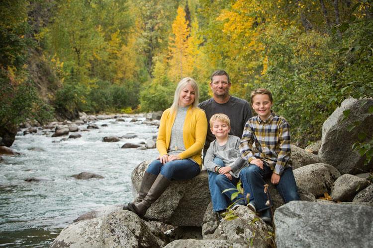 rhae anne family photographer families mountain stream